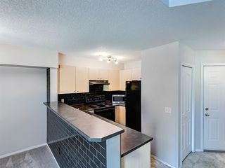 Photo 7: 76 CITADEL MEADOW Garden NW in Calgary: Citadel Row/Townhouse for sale : MLS®# A1036946