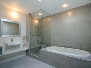 Photo 6: 4308 ONTARIO Street in Vancouver: Main House for sale (Vancouver East)  : MLS®# V969652