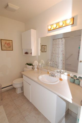 Photo 12: 13 230 W 14TH STREET in North Vancouver: Central Lonsdale Townhouse for sale : MLS®# R2110491
