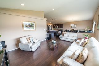Photo 3: 17 Gemstone Cove in Winnipeg: Single Family Detached for sale (4F)  : MLS®# 1917142