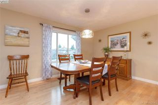 Photo 10: 1186 Foxridge Crt in VICTORIA: SE Sunnymead Single Family Detached for sale (Saanich East)  : MLS®# 835564