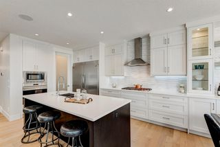 Photo 7: 420 Discovery Place SW in Calgary: Discovery Ridge Detached for sale : MLS®# A1033800