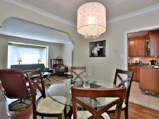 Photo 5: 6 Burncrest Avenue in Toronto: Bedford Park-Nortown House (Bungalow) for sale (Toronto C04)  : MLS®# C2692440