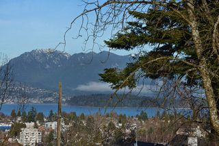 Photo 2: 3820 W West 13th Avenue in Vancouver: Point Grey House for sale : MLS®# v1043795