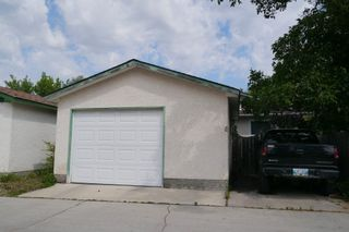 Photo 10: 1086 Chancellor Drive in Winnipeg: Waverley Heights Single Family Detached for sale (South Winnipeg)  : MLS®# 1417932