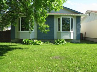 Photo 1: 1086 Chancellor Drive in Winnipeg: Waverley Heights Single Family Detached for sale (South Winnipeg)  : MLS®# 1417932