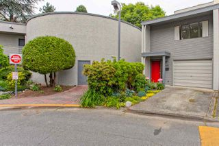 Photo 2: 4882 TURNBUCKLE WYND in Delta: Ladner Elementary Townhouse for sale (Ladner)  : MLS®# R2072644