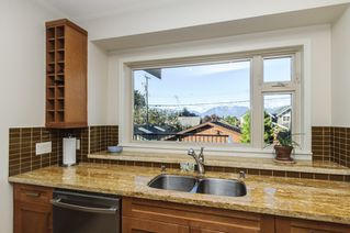 Photo 6: 563 E 31ST AVENUE in Vancouver: Fraser VE House for sale (Vancouver East)  : MLS®# R2113816