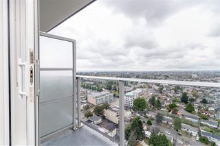 """Photo 4: 3001 5665 BOUNDARY Road in Vancouver: Collingwood VE Condo for sale in """"Wall Center Central park"""" (Vancouver East)  : MLS®# R2404046"""