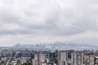 """Photo 2: 3001 5665 BOUNDARY Road in Vancouver: Collingwood VE Condo for sale in """"Wall Center Central park"""" (Vancouver East)  : MLS®# R2404046"""