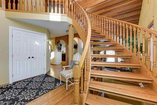 Photo 3: 7604 157 Avenue in Edmonton: Zone 28 House for sale : MLS®# E4182557