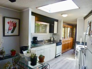 """Photo 7: 60 1413 SUNSHINE COAST Highway in Gibsons: Gibsons & Area Manufactured Home for sale in """"Poplar Estates"""" (Sunshine Coast)  : MLS®# R2449368"""