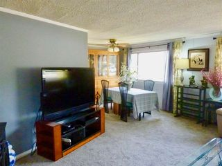 """Photo 4: 60 1413 SUNSHINE COAST Highway in Gibsons: Gibsons & Area Manufactured Home for sale in """"Poplar Estates"""" (Sunshine Coast)  : MLS®# R2449368"""