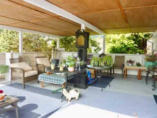 """Photo 1: 60 1413 SUNSHINE COAST Highway in Gibsons: Gibsons & Area Manufactured Home for sale in """"Poplar Estates"""" (Sunshine Coast)  : MLS®# R2449368"""