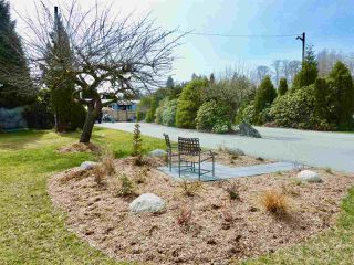 """Photo 20: 60 1413 SUNSHINE COAST Highway in Gibsons: Gibsons & Area Manufactured Home for sale in """"Poplar Estates"""" (Sunshine Coast)  : MLS®# R2449368"""