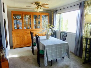 """Photo 6: 60 1413 SUNSHINE COAST Highway in Gibsons: Gibsons & Area Manufactured Home for sale in """"Poplar Estates"""" (Sunshine Coast)  : MLS®# R2449368"""