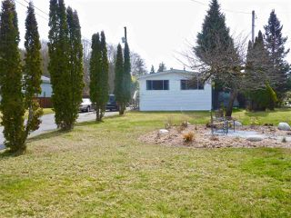 """Photo 2: 60 1413 SUNSHINE COAST Highway in Gibsons: Gibsons & Area Manufactured Home for sale in """"Poplar Estates"""" (Sunshine Coast)  : MLS®# R2449368"""