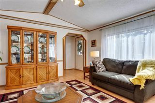 Photo 8: 283 BURROUGHS Circle NE in Calgary: Monterey Park Detached for sale : MLS®# C4299506