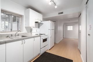 """Photo 14: 558 W 17TH Avenue in Vancouver: Cambie House for sale in """"Cambie"""" (Vancouver West)  : MLS®# R2491817"""