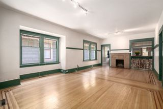 """Photo 3: 558 W 17TH Avenue in Vancouver: Cambie House for sale in """"Cambie"""" (Vancouver West)  : MLS®# R2491817"""