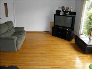 Photo 2: 75 De Bourmont Bay in Winnipeg: Windsor Park Residential for sale (2G)  : MLS®# 202022183