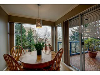 Photo 9: # 116 2274 FOLKESTONE WY in West Vancouver: Panorama Village Condo for sale : MLS®# V987054