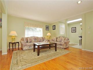 Photo 5: 4570 Viewmont Avenue in VICTORIA: SW Royal Oak Residential for sale (Saanich West)  : MLS®# 328125