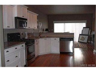 Photo 3: 564 Caselton Pl in VICTORIA: SW Royal Oak Row/Townhouse for sale (Saanich West)  : MLS®# 336824