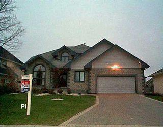 Photo 1: 102 SHORELINE Drive: Winnipeg Single Family Detached for sale (1m)  : MLS®# 2618206