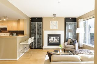 Photo 2: 2728 CRANBERRY DRIVE in Vancouver: Kitsilano Townhouse for sale (Vancouver West)  : MLS®# R2053956