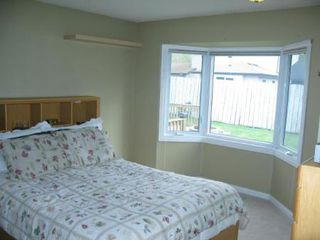 Photo 10: Gorgeous 4 Bedroom Bungalow