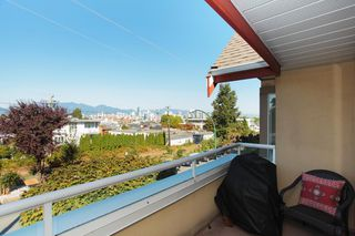 "Photo 3: 205 1870 W 6TH Avenue in Vancouver: Kitsilano Condo for sale in ""HERITAGE AT CYPRESS"" (Vancouver West)  : MLS®# V972597"