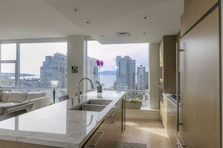 Photo 5: 1704 1455 HOWE STREET in Vancouver: Yaletown Condo for sale (Vancouver West)  : MLS®# R2263056