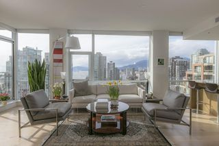 Photo 2: 1704 1455 HOWE STREET in Vancouver: Yaletown Condo for sale (Vancouver West)  : MLS®# R2263056
