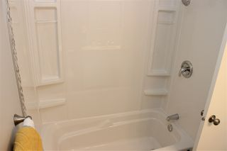 Photo 11: 3319 48 Street in Edmonton: Zone 29 House for sale : MLS®# E4191329
