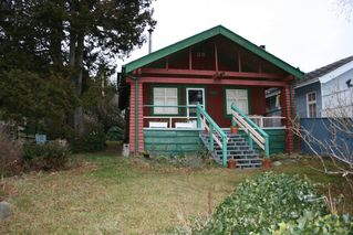 Photo 1: 15406 Victoria Avenue in White Rock: Home for sale : MLS®# F2803488
