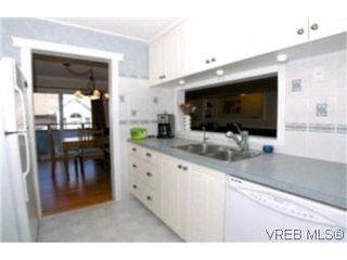 Photo 2:  in VICTORIA: Es Kinsmen Park Row/Townhouse for sale (Esquimalt)  : MLS®# 392206