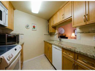Photo 10: # 411 15111 RUSSELL AV: White Rock Condo for sale (South Surrey White Rock)  : MLS®# F1427876