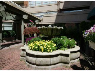 Photo 4: # 411 15111 RUSSELL AV: White Rock Condo for sale (South Surrey White Rock)  : MLS®# F1427876