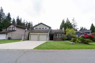 "Photo 1: 6027 INGLEWOOD Place in Delta: Sunshine Hills Woods House for sale in ""SUNSHINE WOODS"" (N. Delta)  : MLS®# R2466038"
