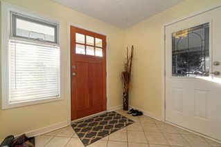 Photo 2: 2168 Cardinal Pl in : CV Comox (Town of) House for sale (Comox Valley)  : MLS®# 861208