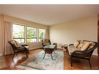 Photo 4: 2296 Edgelow St in VICTORIA: SE Arbutus House for sale (Saanich East)  : MLS®# 609935