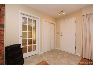 Photo 3: 2296 Edgelow St in VICTORIA: SE Arbutus House for sale (Saanich East)  : MLS®# 609935