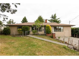 Photo 1: 2296 Edgelow St in VICTORIA: SE Arbutus House for sale (Saanich East)  : MLS®# 609935