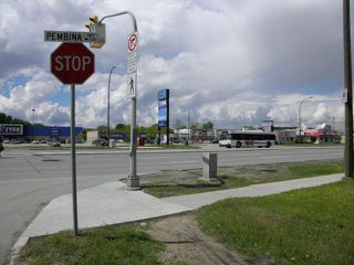 Photo 4: 2124 Pembina Highway in WINNIPEG: Fort Garry / Whyte Ridge / St Norbert Residential for sale (South Winnipeg)  : MLS®# 1214535