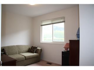 Photo 7: # 8 38397 BUCKLEY AV in Squamish: Dentville Townhouse for sale : MLS®# V1118936