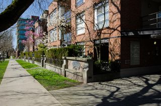 Photo 12: 110 2181 WEST 12TH AVENUE in Carlings: Home for sale
