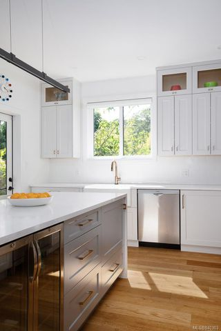 Photo 10: 1753 Adanac St in Victoria: Vi Jubilee House for sale : MLS®# 840303