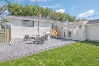 Photo 3: 220 Ralph Avenue West in Winnipeg: West Transcona Residential for sale (3L)  : MLS®# 202018300