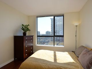 """Photo 8: 408 813 AGNES Street in New Westminster: Downtown NW Condo for sale in """"NEWS"""" : MLS®# V989175"""